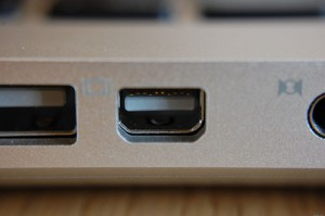 Mini_DisplayPort_on_Apple_MacBook